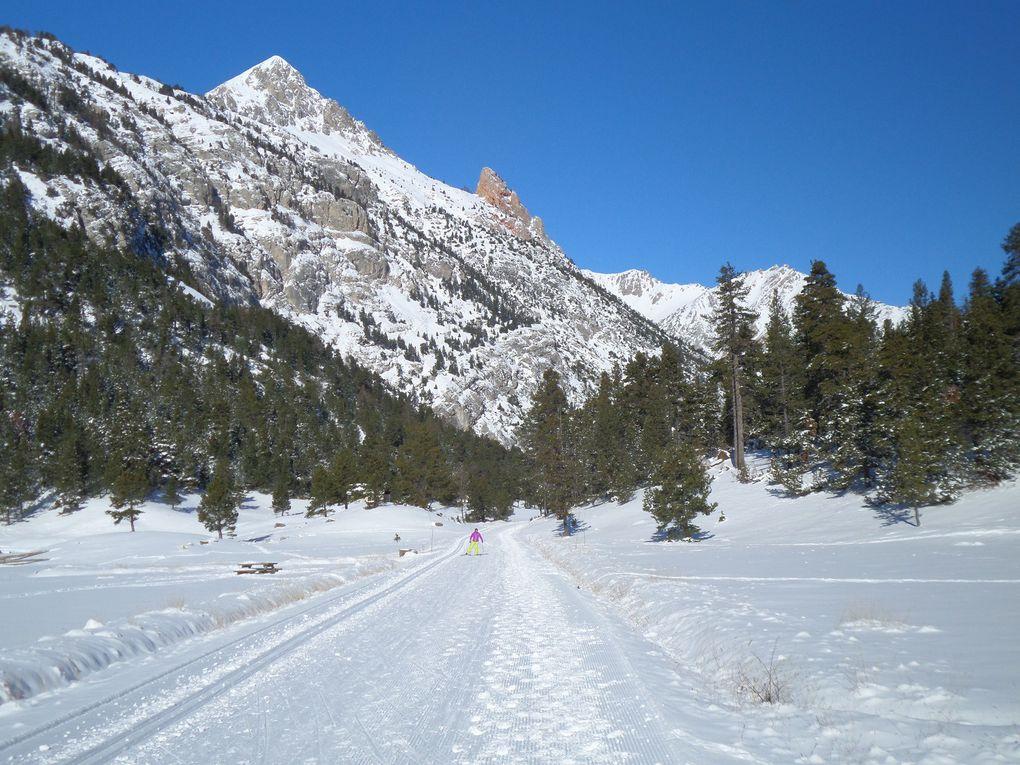 départ de Névache / Roubion (1600m) et montée à ski de fond au Col de l'Echelle (1762m) puis traversée du plateau jusqu'au 1er tunnel avant la descente sur l'Italie vers Pian del Colle et Bardonechia !! neige froide , très bonnes conditions !!