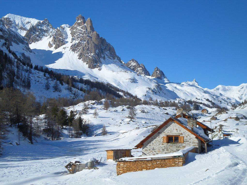 pour débuter 2015 en beauté , départ de Névache (1610m) et montée à ski de fond jusqu'au refuge de Laval (2030m) puis poursuite dans la haute vallée jusqu'à arriver en vue du refuge des Drayères (2180m) !! une merveille !!