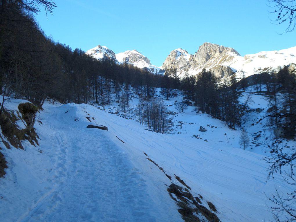 randonnée en raquettes de Puy Chalvin (1640m) jusqu'au hameau des Combes (1853m) puis jusqu'au bout du chemin (1900m) !! bel itinéraire nordique !! à faire à ski de fond après la prochaine chute de neige fraiche !!