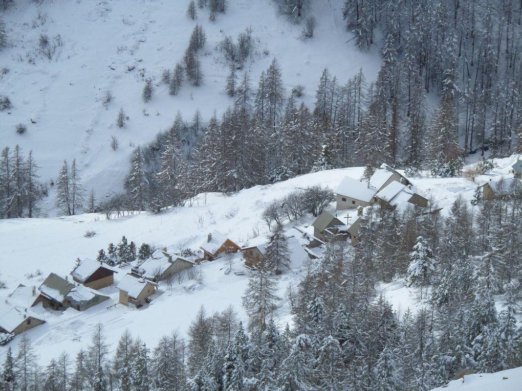 départ de Puy Chalvin (1640m) et montée à ski de fond au hameau des Combes (1853m) puis en suivant le chemin forestier jusquà la Bergerie du Rocher Blanc (2083m) !! superbe !!