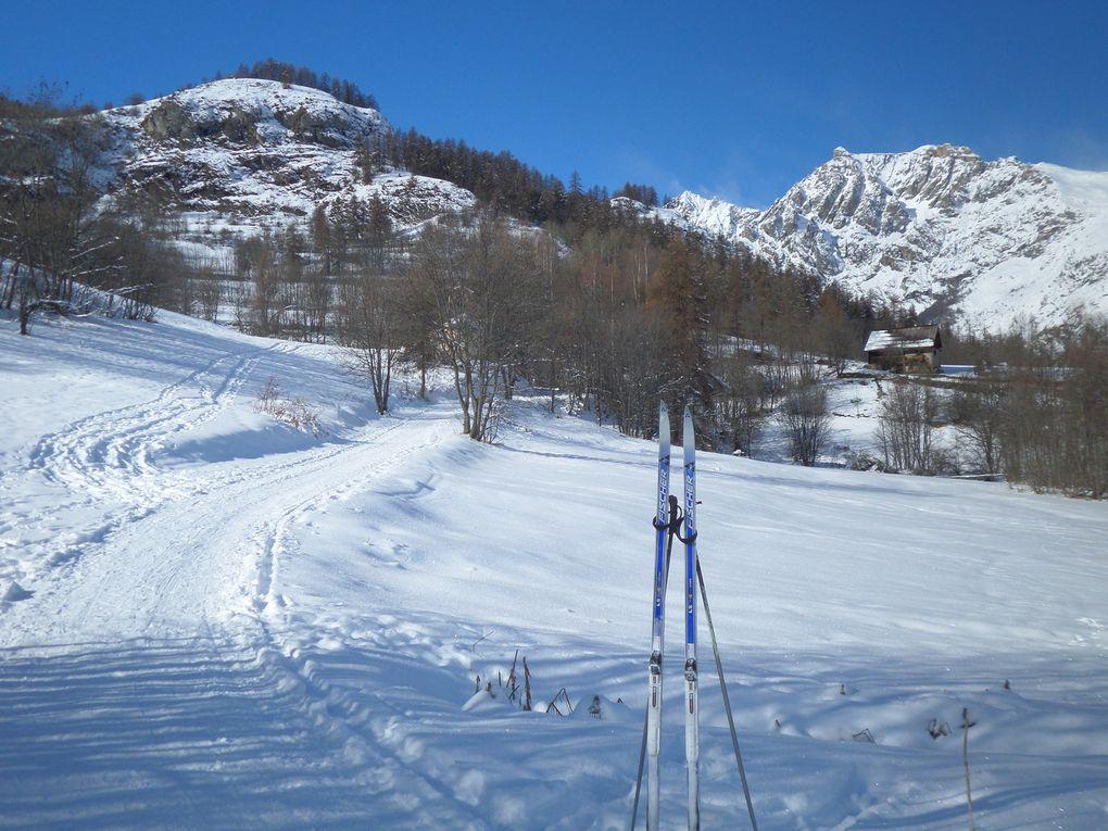 départ de Puy Saint Vincent (1462m) et montée à ski de fond dans le vallon de Narreyroux , jusqu'au village de Narreyroux (1780m) puis jusqu'aux enclos au fond du Vallon (1850m) !!  formidable itinéraire nordique !! avec une belle neige !!