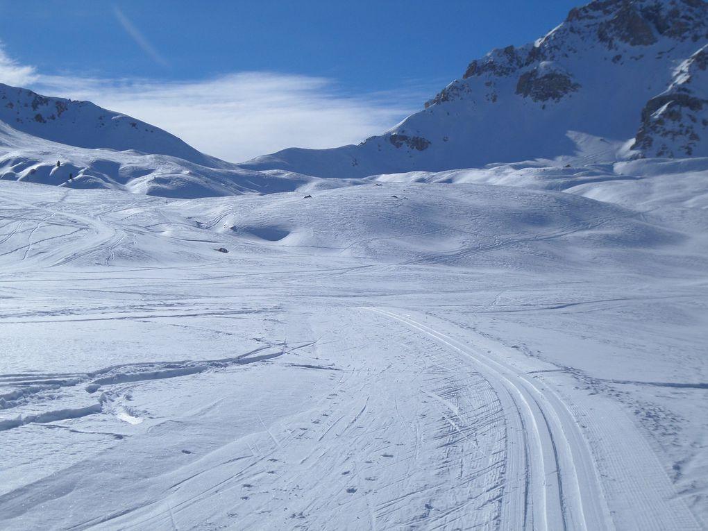 départ du Laus (1745m) et montée à ski de fond au Col d'Izoard (2360m) et à la descente petit détour par les Chalets de l'Izoard (2200m) près du Col d'Ourdeis !! toujours aussi fabuleux !!