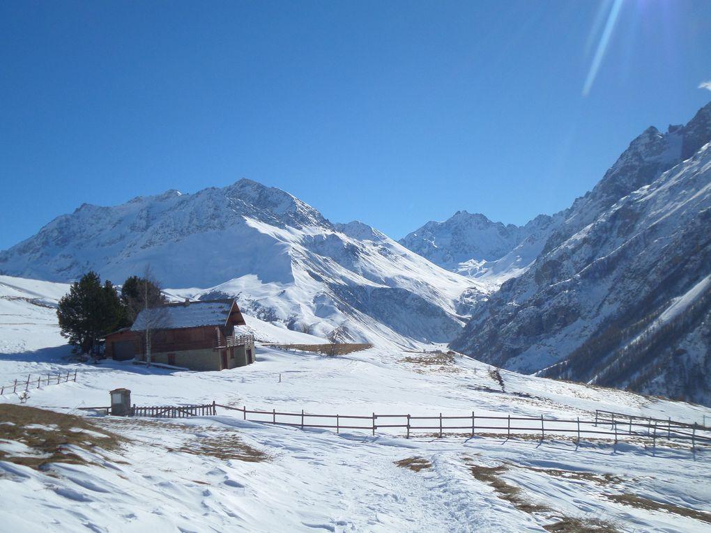 départ du village des Cours (1760m) , et montée à ski de fond (avec 1/2 peaux) jusqu'au lac du Pontet (1982m) !! peu de neige car elle a été emportée par le vent !! mais des paysages magnifiques !!