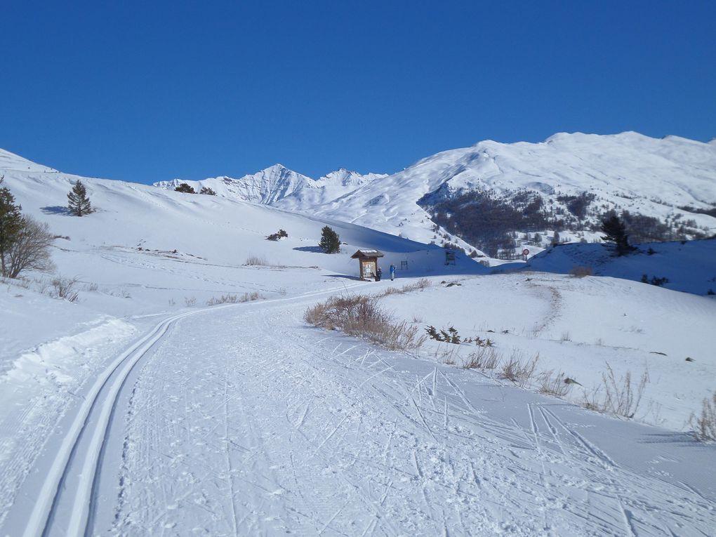 départ de Cervières (1620m) et montée à ski de fond (avec 1/4 peaux) jusqu'aux Fonts de Cervières (2040m) !! magnifique vallée et grand beau temps !! un régal !!!