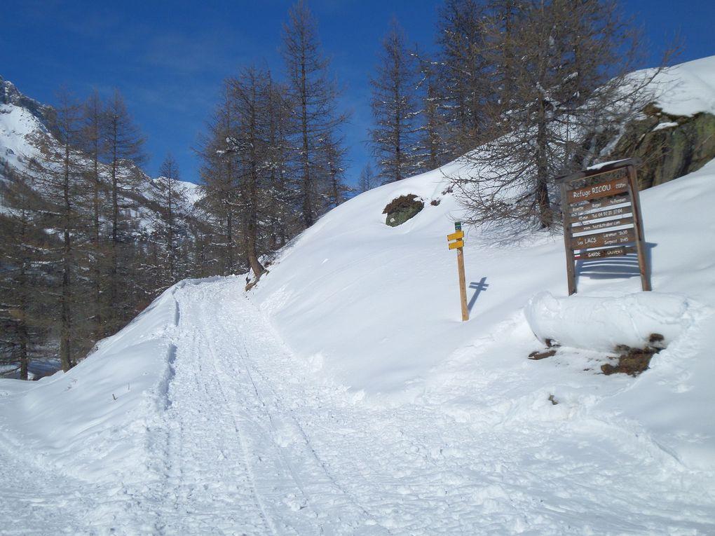 départ de Névache (1620m) montée à ski de fond (avec 1/4 de peaux) jusqu'au Pont de la Souchère puis jusqu'à Fontcouverte (1853m) !! quel soleil !!