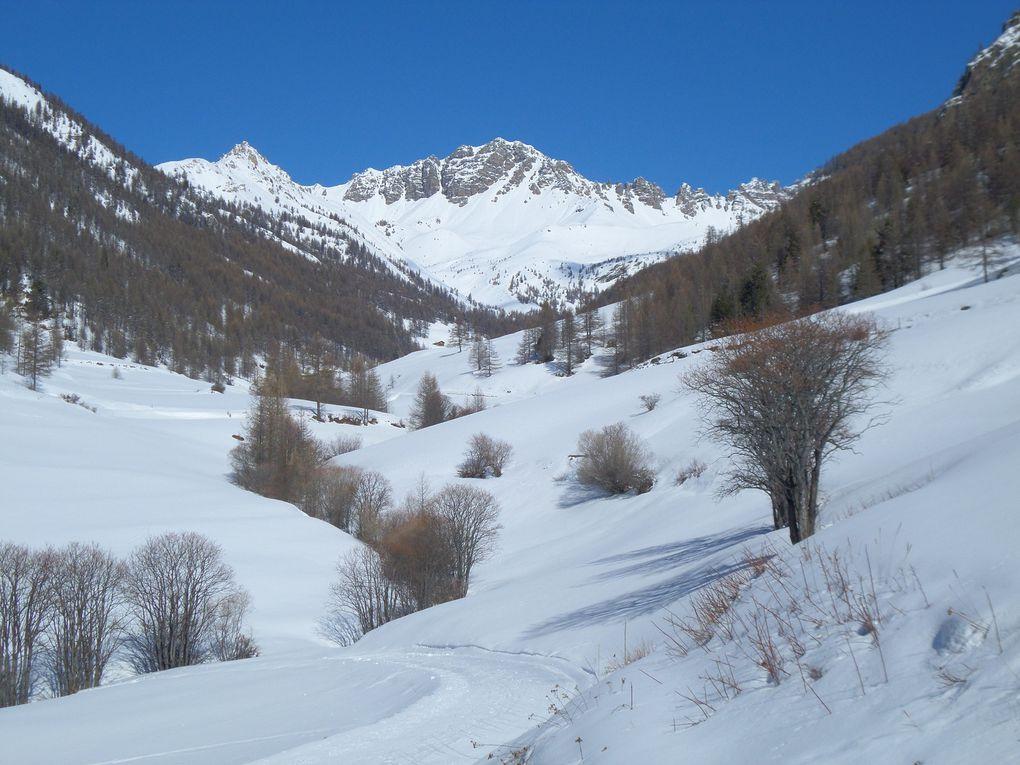 départ de la Chalp d'Arvieux (1685m) et montée à ski de fond (avec 1/4 de peaux) jusqu'au Lac de Roue (1854m) , puis les Belvédères et enfin jusqu'au village de Souliers (1840m) !! superbe parcours en forèt et en balcon sur la vallée d'Arvieux !!