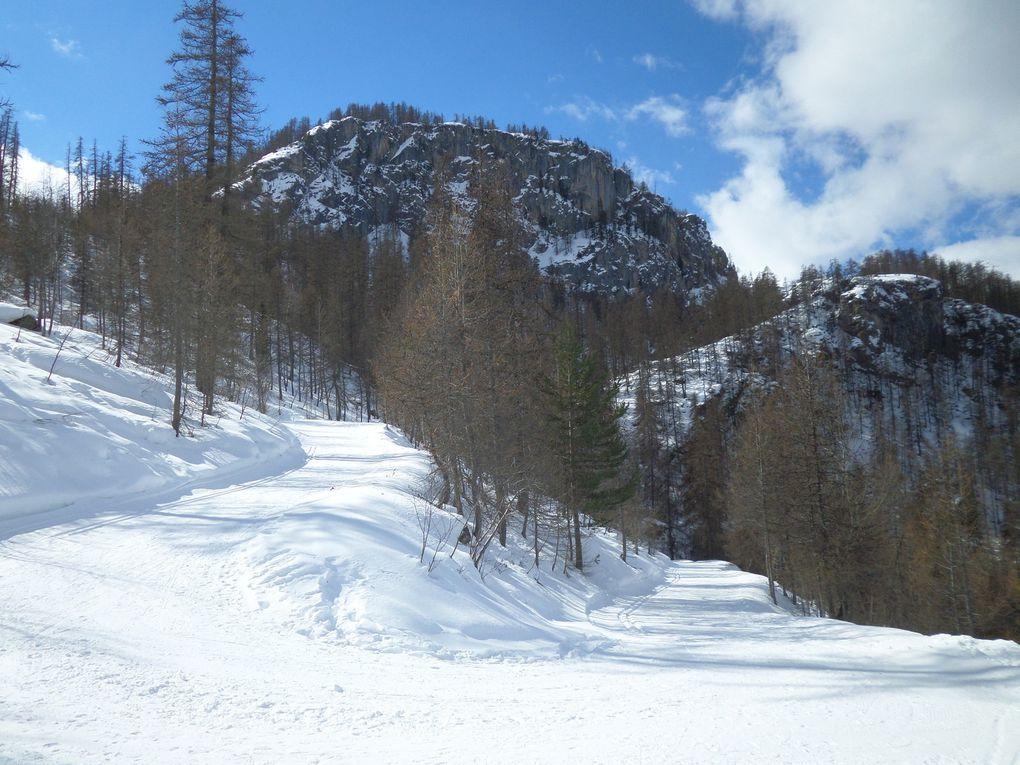départ de Prey du Milieu (1550m) près de Puy St Vincent, et montée à ski de fond (avec 1/4 de peaux) au Col de la Pousterle (1763m) puis montée jusqu'au sommet des Grandes Tètes (2044m) !! à la descente petit détour au refuge de la Pousterle (1730m) !! soleil et nuages !! Février se termine en beauté !!