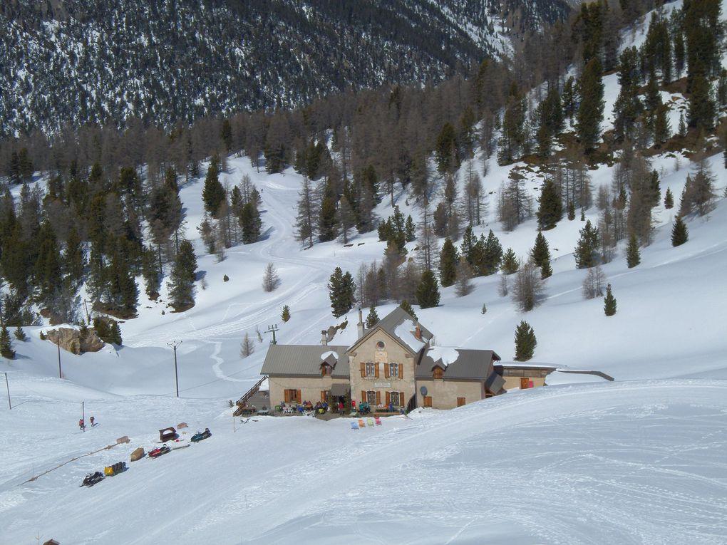 départ du Laus (1745m) près de Cervières et montée à ski de fond (avec 1/4 de peaux) jusqu'au Refuge Napoléon (2300m) puis jusqu'au Col d'Izoard (2360m) !! un grand classique !! conditions encore bien hivernales malgré le soleil de Mars  !!