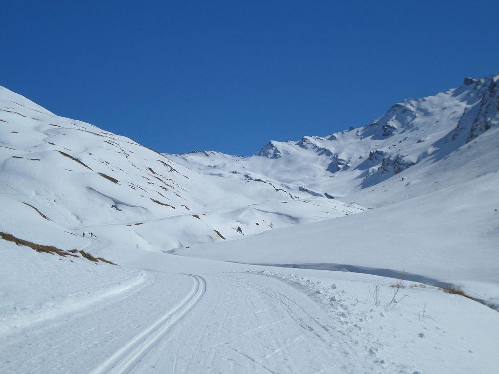 départ du Pont de Lariane ((2024m) près de Fontgillarde , et montée à ski de fond (avec 1/4 de peaux) jusqu'au Refuge Agnel (2580m) puis jusqu'à la cabane des Douaniers (2650m) au pied du Pain de Sucre (3208m) !! grand beau , superbe randonnée nordique avec une descente de rève !!