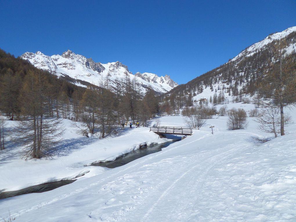 départ de Névache (1620m) et montée à ski de fond (avec 1/4 de peaux) à Fontcouverte (1853m) , puis jusqu'au Refuge de Laval (2030m) et enfin jusqu'au refuge des Drayères (2180m) !! magnifique randonnée nordique (24 km A/R et 600m D+) !! et quel temps splendide !!
