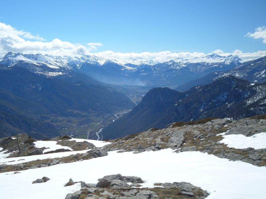 au départ de Puy Saint Vincent 1800, traversée en balcon à ski de fond (avec 1/4 de peaux) jusqu'au Col de la Pousterle (1763m) puis montée jusqu'au Belvédère des Grandes Tètes (2044m) avec des vues sur Briancon et la Haute Vallée de la Durance!! retour du beau temps !!
