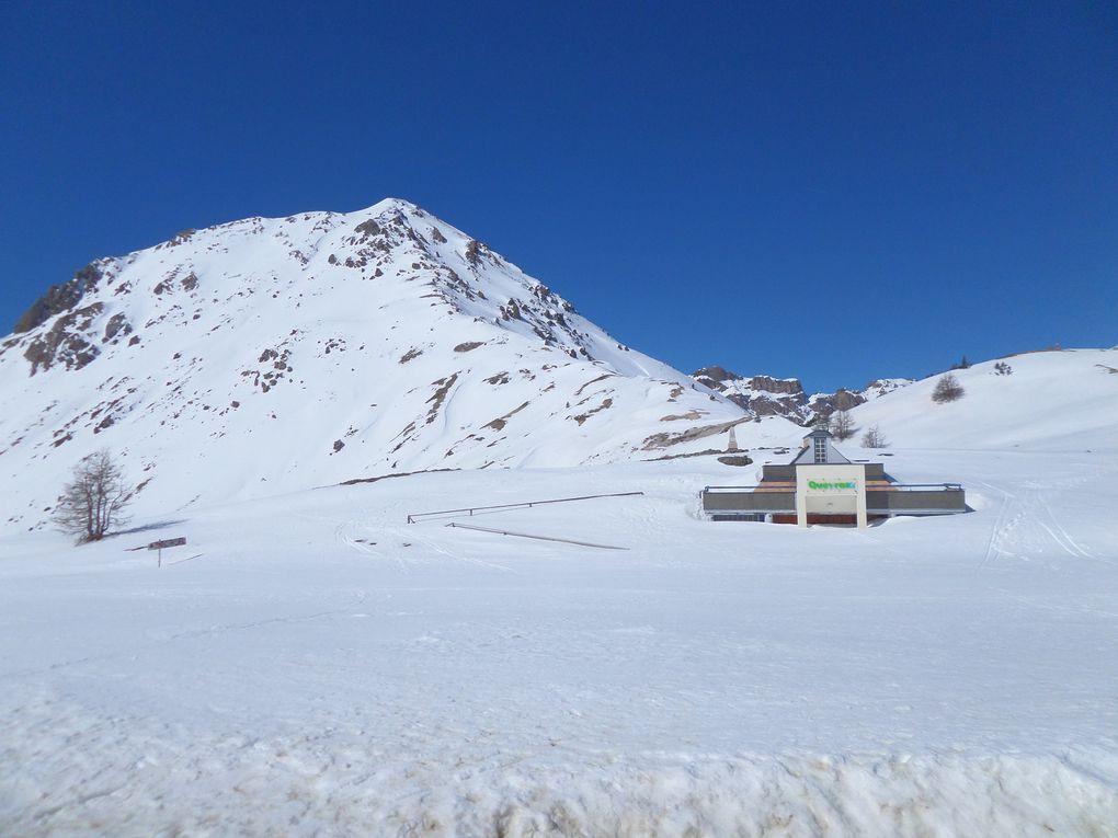départ du Laus (1745m) près de Cervières , et montée à ski de fond (avec 1/4 de peaux) jusqu'au Col de l'Izoard (2360m) !! le mois de Mars se termine sur un grand beau temps avec une belle neige de printemps  !!