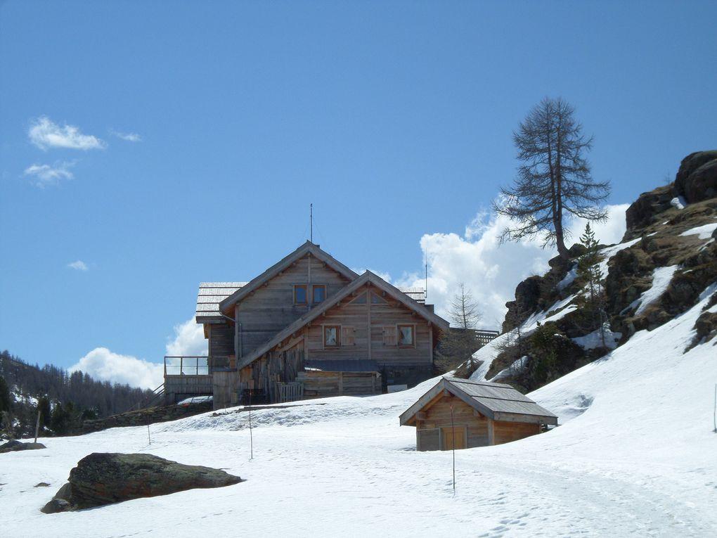 départ de Fontcouverte (1850m) au dessus de Névache et montée à ski de fond (avec 1/4 de peaux) jusqu'au refuge des Drayères (2180m) et au retour passage au refuge de Laval (2030m) !! que du bonheur !!