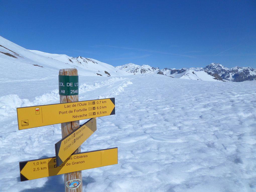 départ de St Joseph (2170m) et montée à ski de fond (avec 1/2 peaux) jusqu'au Col du Granon (2413m) puis jusqu'au Col de l'Oule (2546m) avec des vues sur le Mont Thabor, le Mont Chaberton et la Barre des Ecrins !! le ski nordique en Avril !! un vrai régal !!