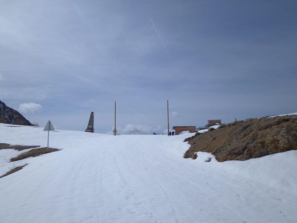 départ 2 km après le Laus au lieu dit Garganelle (1954m) et montée à ski de fond (avec 1/4 de peaux) jusqu'au Col d'Izoard (2360m) !! bonne neige au dessus de 2000m !!