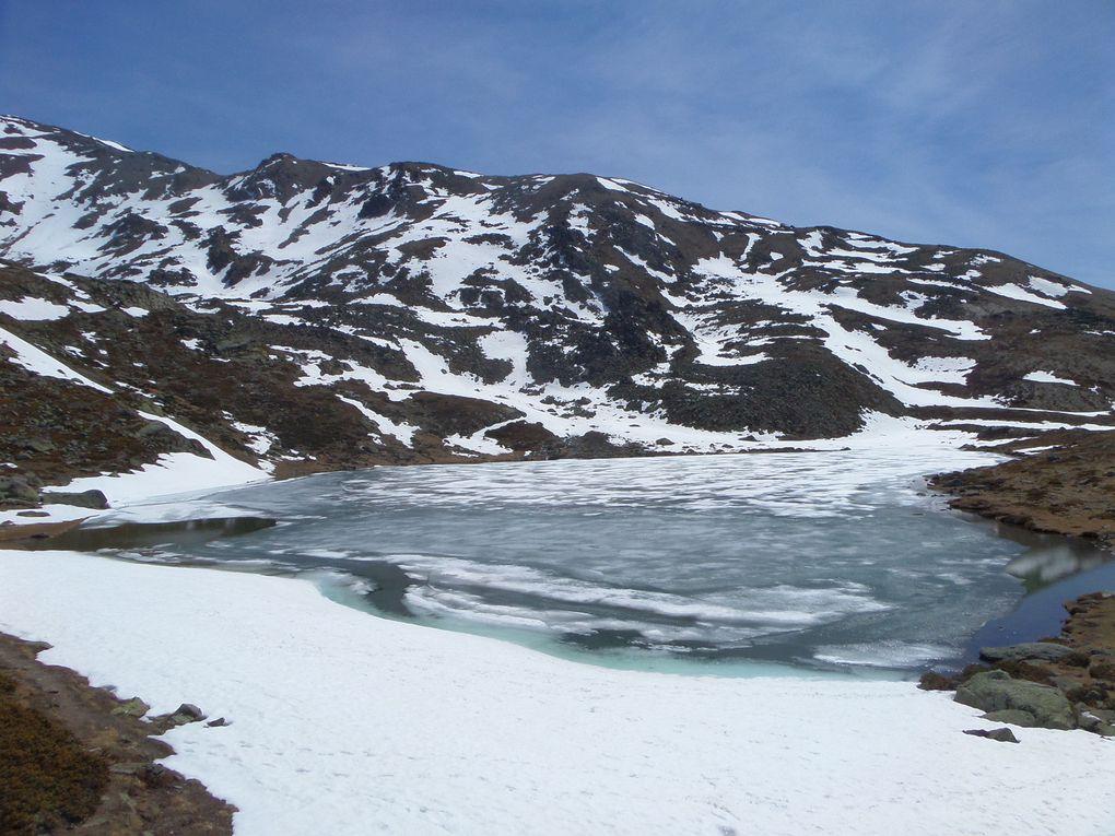 départ de Fontcouverte (1853m) et montée au Refuge Ricou (2115m) puis au Lac Laramon (2359m) puis au Lac Serpent (2450m) et enfin jusqu'à mon Belvédère préféré (2535m) avec vue sur la Barre des Ecrins (4102m) !! superbe journée de printemps !!