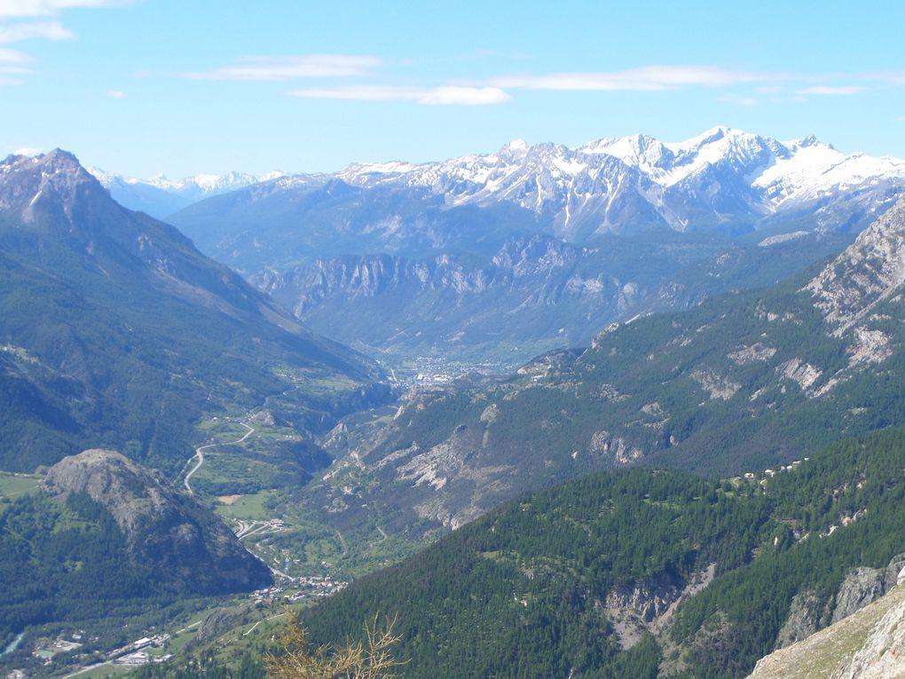 départ de Puy Richard (1600m) et montée à la Chapelle Notre Dame des Neiges (2292m) puis jusqu'à La Croix de la Nore (2404m) avec des vues sur le Prorel , le Grand Aréa , la Gardiole et l'Aiguille de Scolette !!