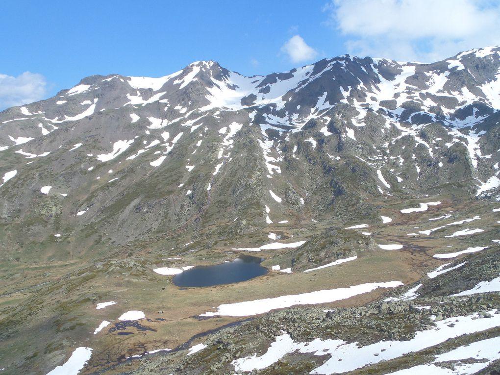 départ de Fontcouverte (1853m) et montée au Refuge Ricou, puis au Lac Laramon (2359m) puis au Belvédère (2580m) situé au sud de la crète de la Cula, avec une vue plongeante sur le Lac de la Cula (2450m) !!