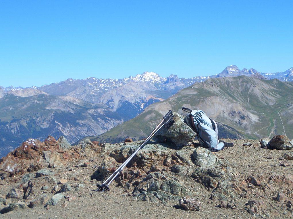 départ de Montgenèvre (1870m) et montée au Col du Gondran (2315m) puis jusqu'au sommet du Chenaillet (2650m) !! un superbe belvédère sur le Massif des Ecrins !!
