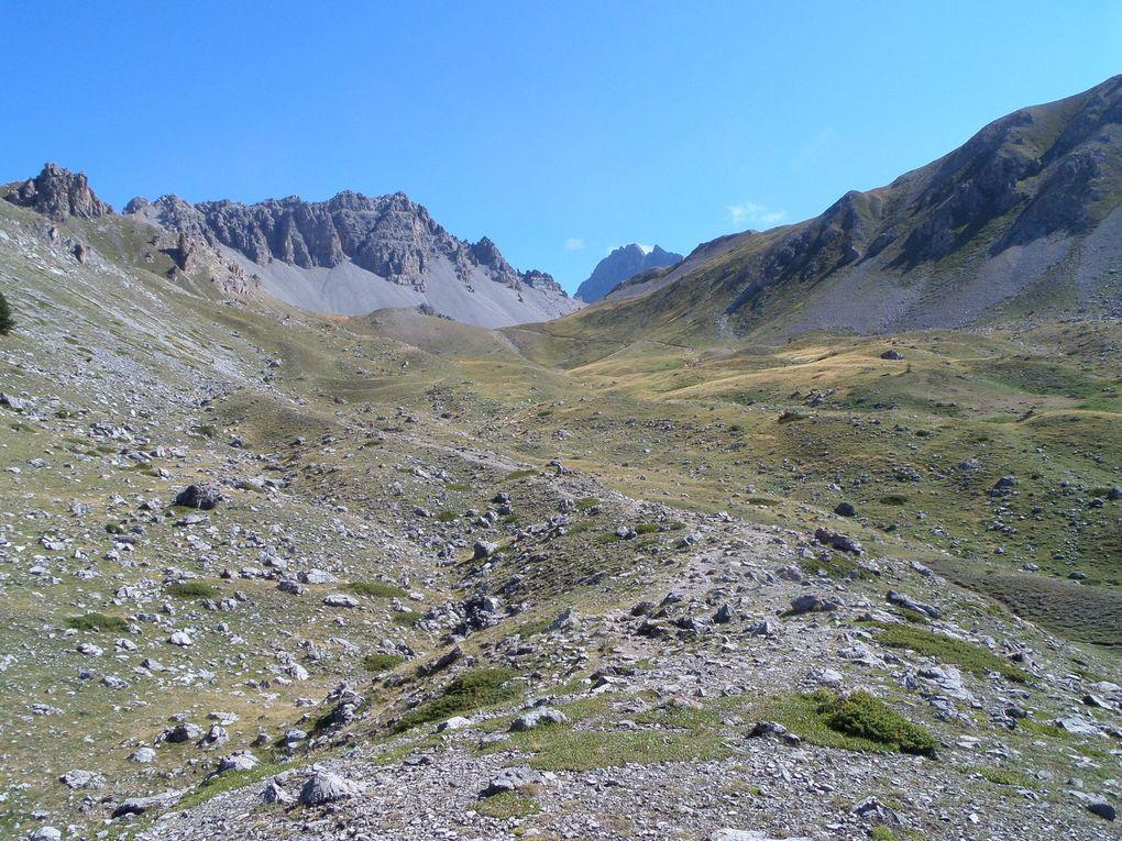 départ du Col de la Platrière (2220) et montée au Lac de Souliers (2492m) puis sur les Crètes (2650m) !! fraicheur de mi Aout !!
