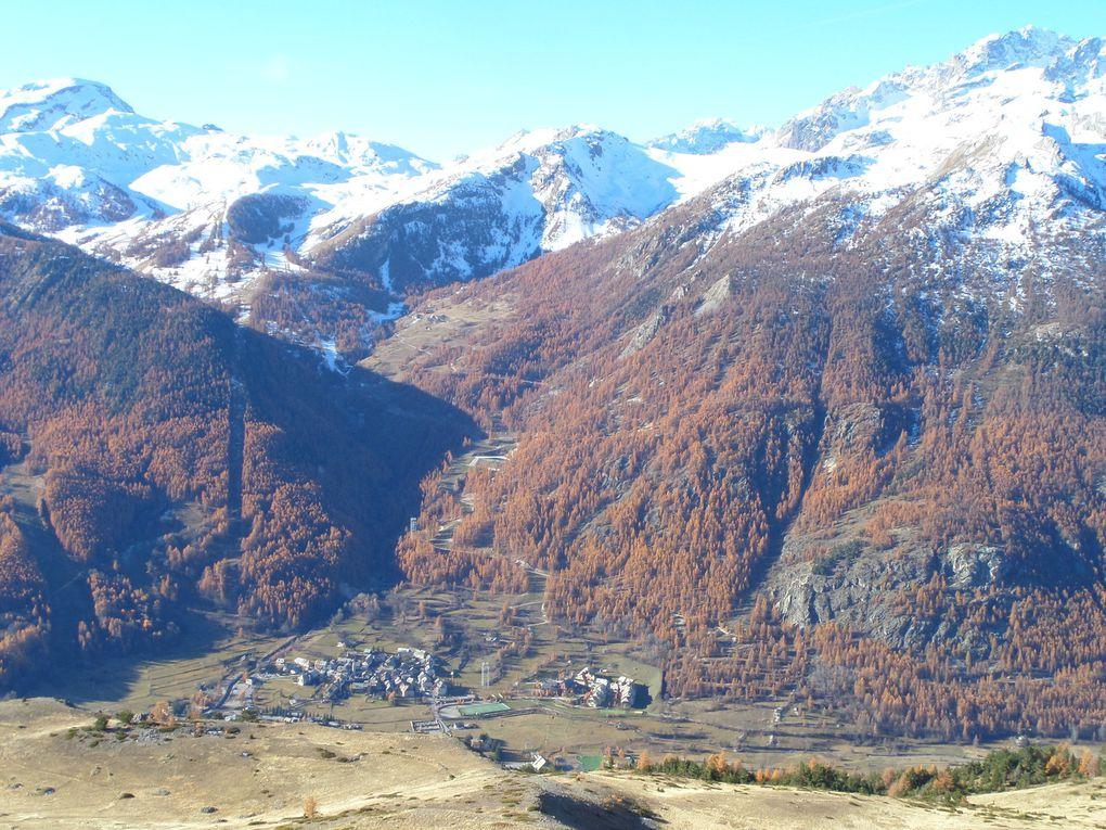 départ de St Joseph (2170m) et montée par le chemin en balcon jusqu'au Col Buffère (2427m) !! superbe automne !!