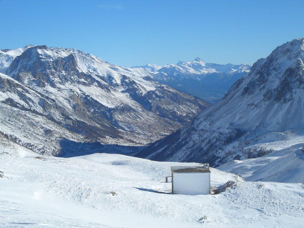 départ du Col du Lautaret (2058m) et montée à ski de fond (avec 1/2 peaux) jusqu'à la Bergerie du Galibier (2380m) !! bonne neige et temps superbe !!