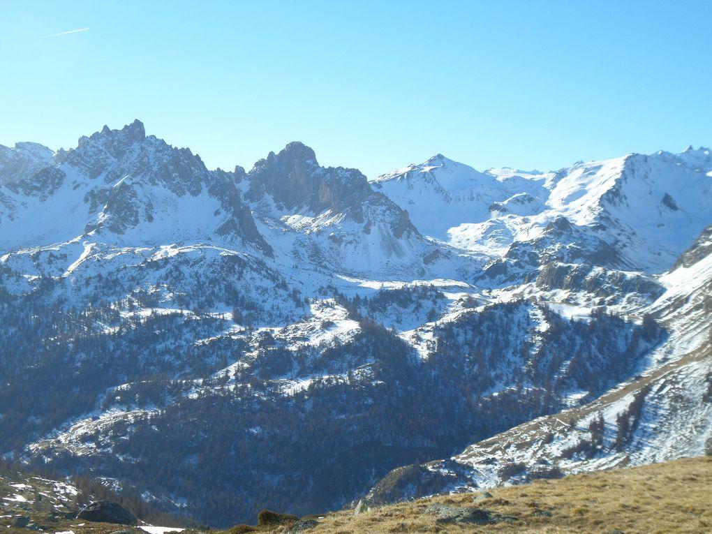 départ de Fontcouverte (1857m) et montée au refuge Ricou , puis jusqu'au Lac Laramon (2350m) et enfn jusqu'à un Belvédère (2450m) sur la Haute Vallée de la Clarée !! peu de neige mas un décor magnifique !!