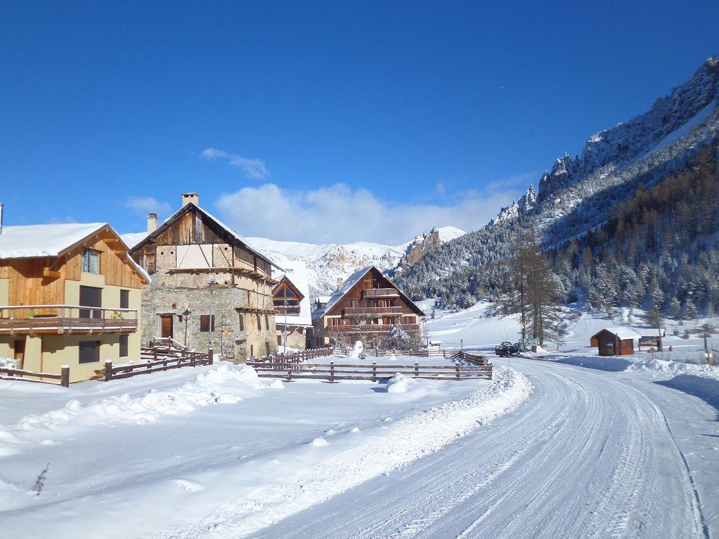 départ du Laus (1745m) près de Cervières et montée à ski de fond au Col d'Izoard (2360m) !! enfin l'hiver est bien installé et le beau temps est de retour !!