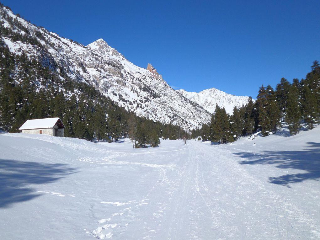 départ de Névache Roubion et montée au Col de l'Echelle (1762m) , puis traversée du plateau et redescente vers Pian del Colle !! belle vue sur la vallée Etrote et le Thabor !!