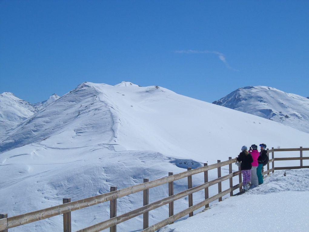 départ de Sestrière (2035m et montée à ski de fond (avec 1/4 de peaux) au Colle Basset (2424m) ! un site magnifique !