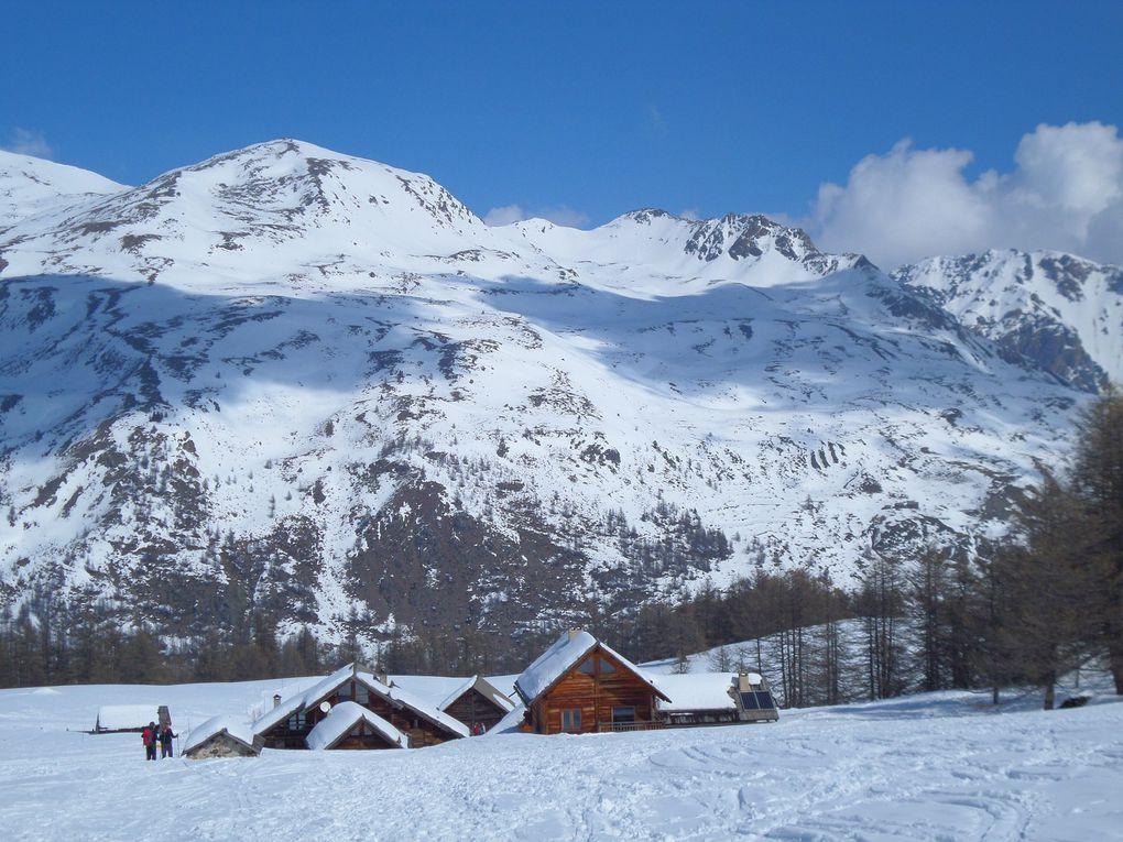 départ de Névache (1600m) et montée à ski de fond (avec peaux) au refuge Buffère (2076m) puis montée dans le vallon en direction du Col de Buffère ! magnifique !