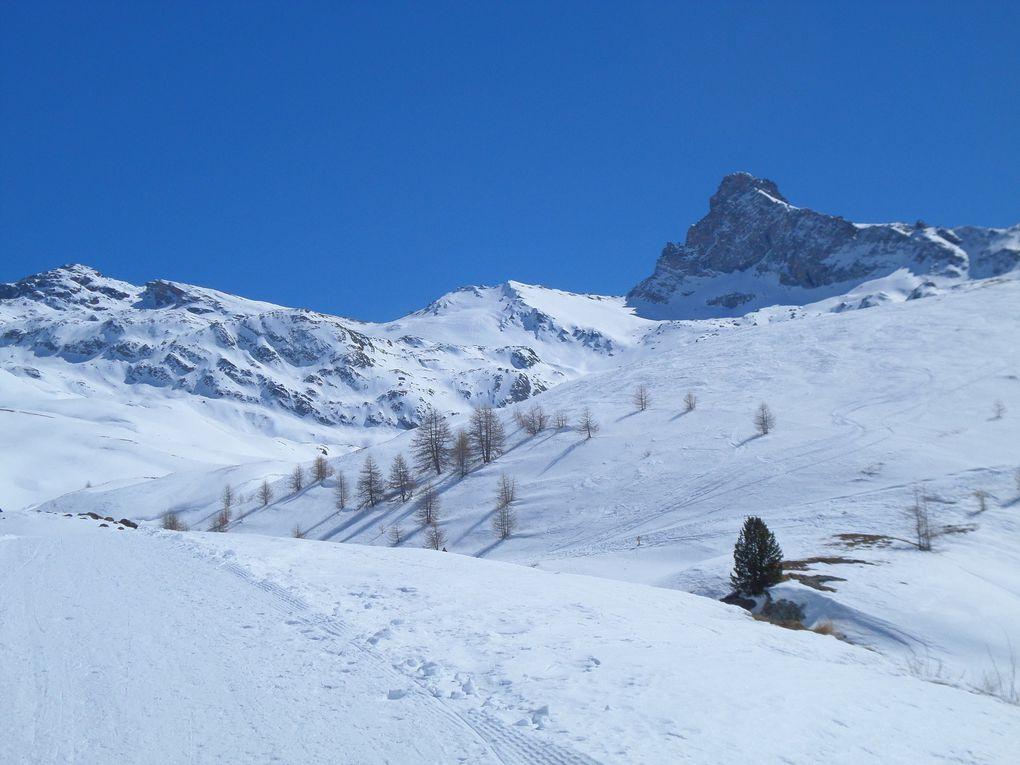 départ de St Véran (2040m) et montée à ski de fond (avec 1/2 peaux) au refuge de la Blanche (2500m) ! superbe journée !