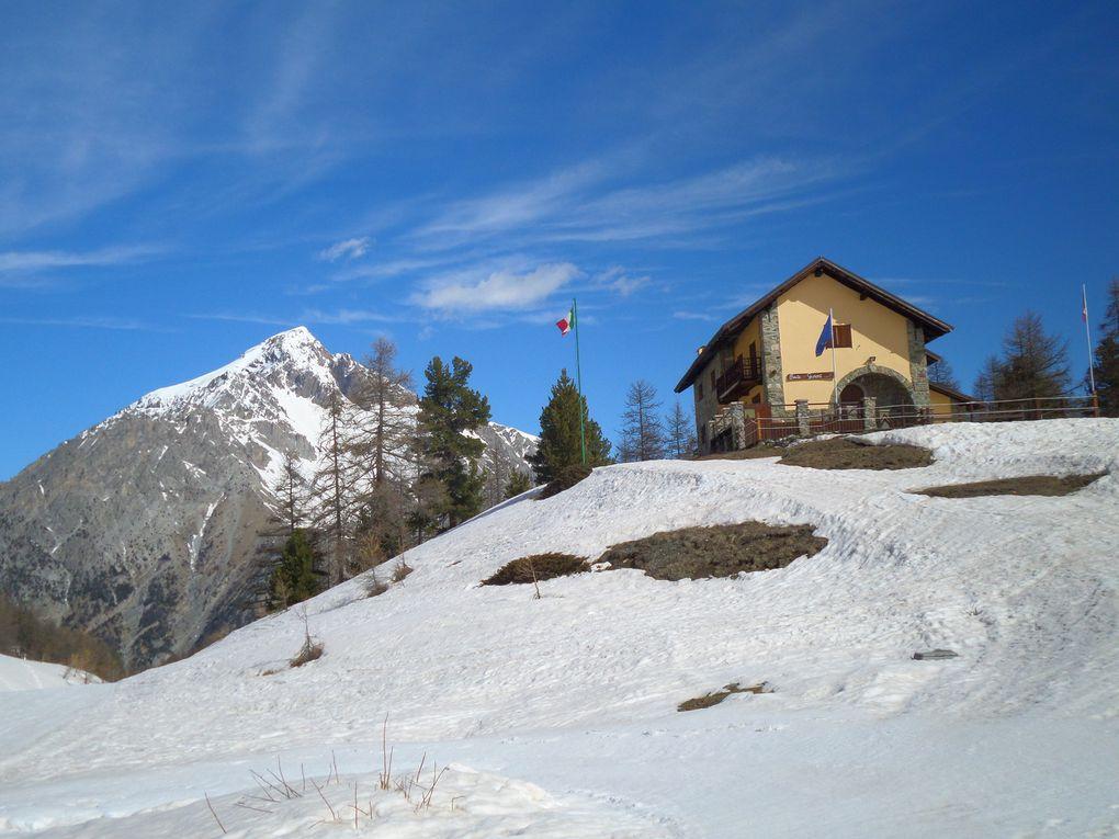 déart de Clavière (1760m) et ontée à sk de fond (avec 1/2 peaux) au refuge Gimont (2035m) puis montée en direction du Col Saurel (2360m) ! superbe !
