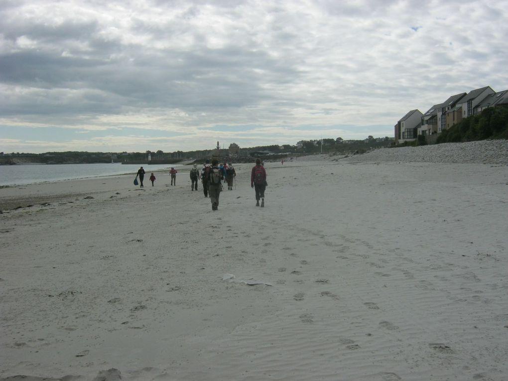 Descente sur la plage de Camaret et vers le port (Marie-Jo a perdu ses lunettes, qui les trouvera ? à suivre)