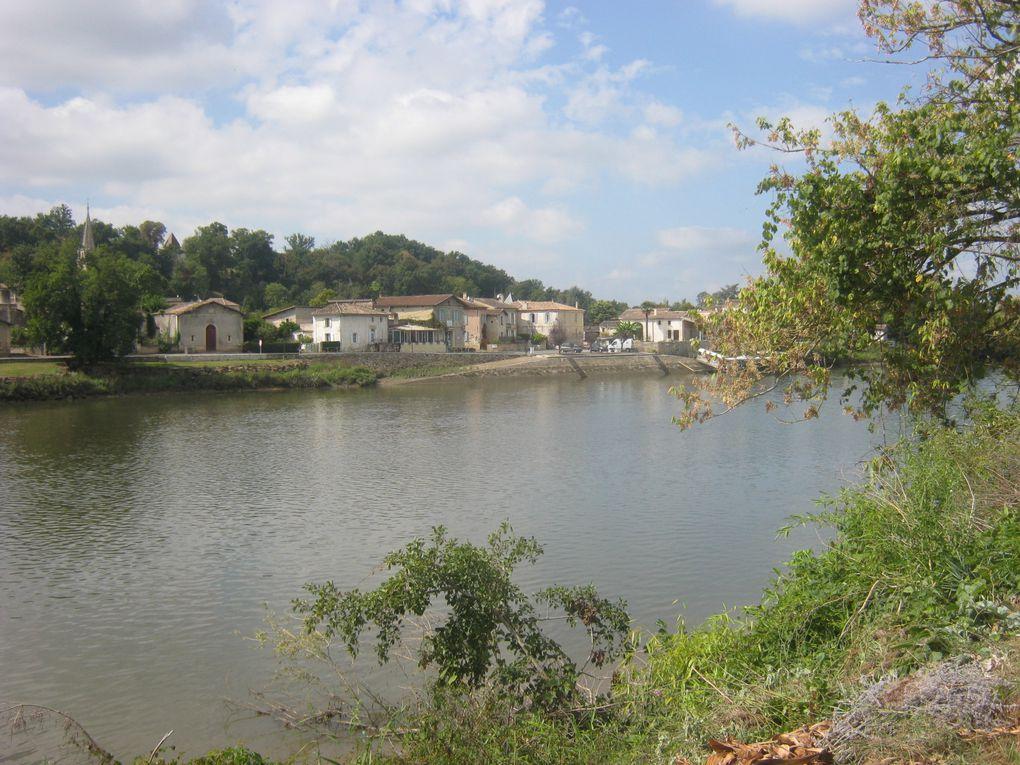 En suivant la Dordogne nous voyons le village de Cabara et le Château de Blaignac