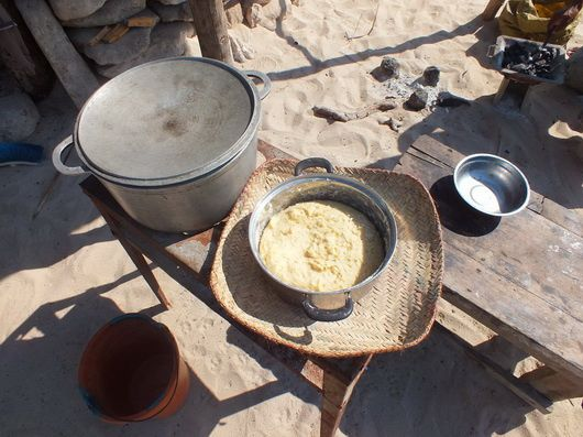 4884) La balade du dimanche : cabotage en pirogue Vezo…