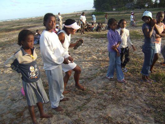 1229) Ils sentent bons le sable chaud…