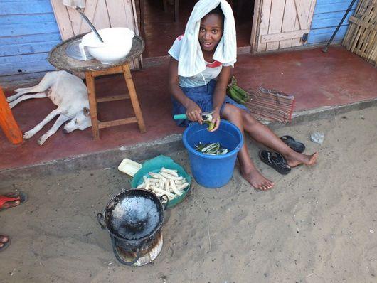 1596) La vie quotidienne à Madagascar…