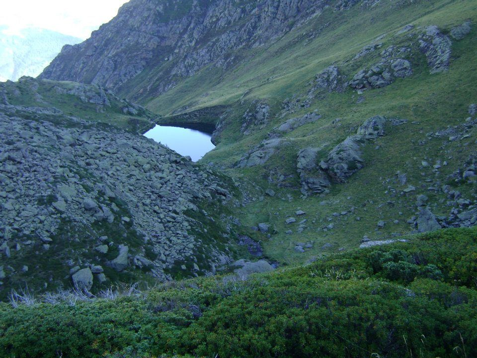 Les 4 étangs du Picot qui varie pour le premier à 2040 m et de 2430 m pour le plus haut, la randonnée est d'environ 3 heures pour un dénivelé de 850 m. La truite n'est pas présente dans le premier lac donc ne le pêcher pas, monté aux autres. Soyez prudent si vous faîte un bivouac car la roche étant chargé en fer les orages ne sont pas les meilleurs amis la haut.