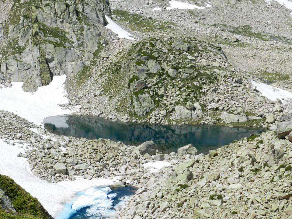 lacs de cambales du pourtet et de l'embarat de l'opale. Ces lacs offrent une fort belle randonnée à vous coupez le souffle, seulement espacé de 15 mn, celà vous permet de pêcher sur plusieurs jous des lacs différent sans pour autant quitter votre camps de base. De belles truites dans ces lacs et quelques SF. A plus de 2300 m pour un dénivelé de 800 m de moyenne, il vous faudra 3 h 30 pour atteindre le premier lac et 4 h pour le plus éloigné