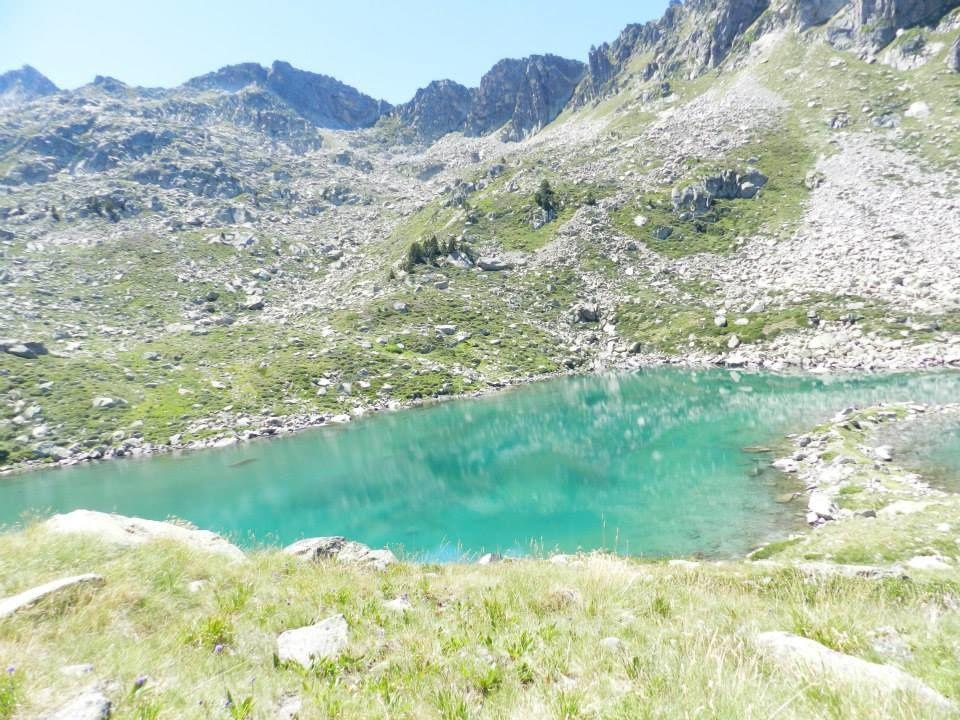 Le lac d'Estagnol à 2235 m pour un temps d'approche de 2 h55 est un dénivelé de 700 m. Une fois la haut la couleur de l'eau est superbe comme ces truites aux robes différentes