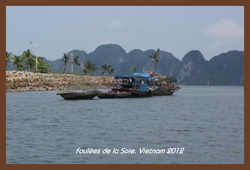 Foulées du Vietnam 2012. En route vers la Baie d'Halong.