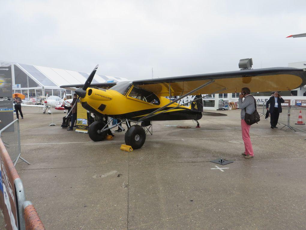 quelques vues d'un parking avions où peu de nouveautés furent à voir. Les spécialistes les reconnaitront facilement...