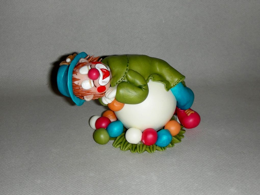Clown endormi en porcelaine froide