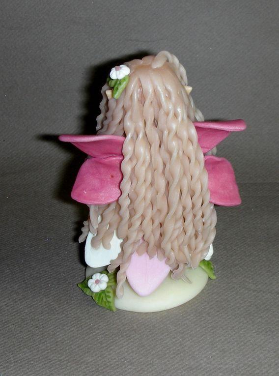Petite elfe papillon  en porcelaine froide