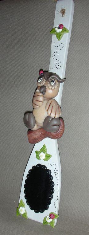 Cuillère en bois décorative avec hibou en porcelaine froide