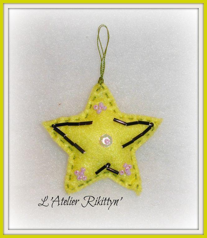 2014.12.09 - Etoiles de Noël : feutrine, perles, paillettes, broderie