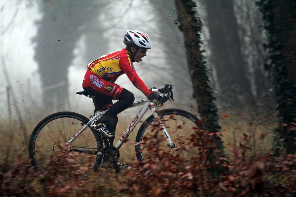 Album photos des courses école de vélo et minimes du cyclo-cross de Ménilles (27)