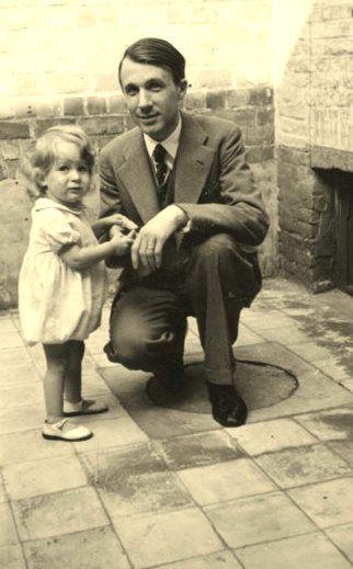 Photos de ma naissance, de mes parents et grand parents,de mon enfance à Liège, le voyage à Morzine, et Bruxelles de 1947 au début 1949, sans uoblier l'année 53-54 à St Moritz plus le scoutisme
