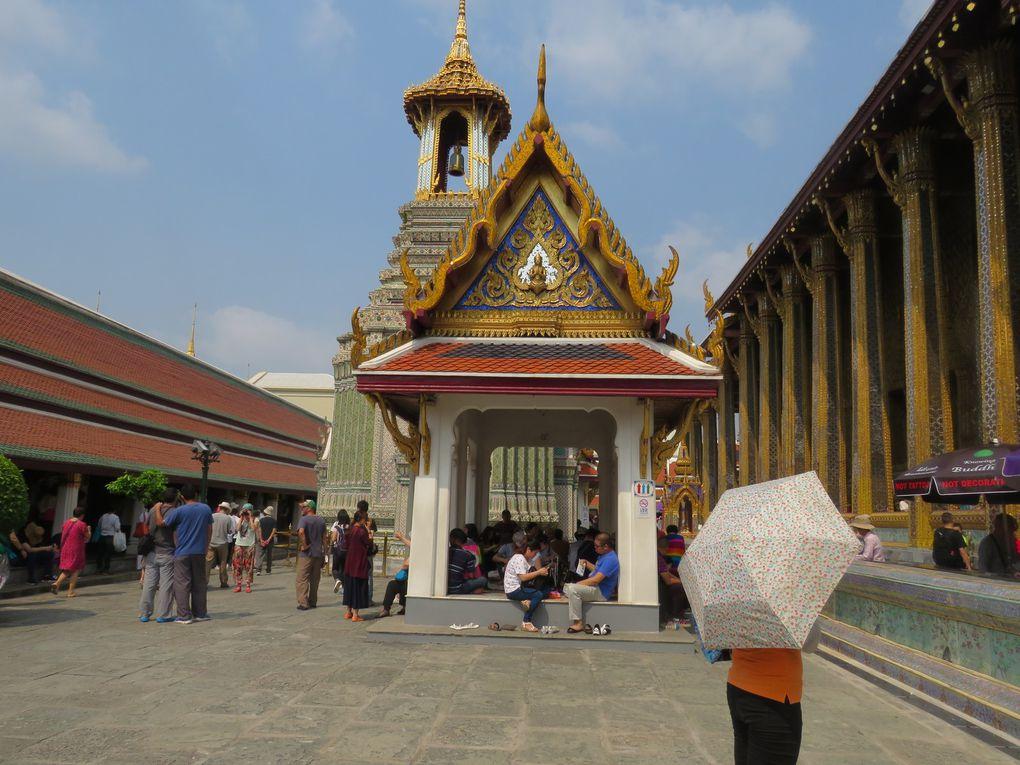 Les photos de l'autel et du bouddha d'émeraude proviennent de guides de voyage